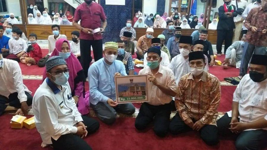Dirut Perumda AM Ikuti Safari Ramadhan Wako Hendri Septa ke Mesjid Baitul Amal Kubu Marapalam
