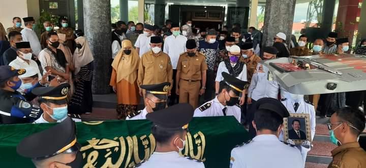Gubernur Mahyeldi Pimpin Upacara Pelepasan Jenazah Rusdi Lubis: Tiru dan Pelihara Keteladanannya