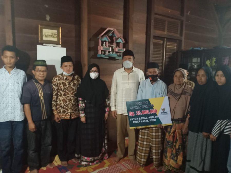 Jamasyir Kaget Dikunjungi Wagub Audy Joinaldy Serahkan Bantuan Bedah Rumah