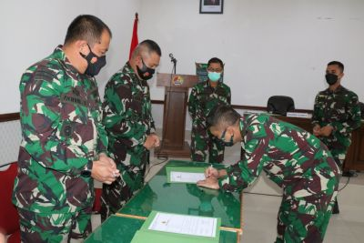 Dukung Reformasi Birokrasi, Danrem 032/Wbr Pimpin Penandatangan Pakta Integritas